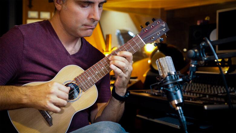 Recensione della mini chitarra Aquila Microguitar